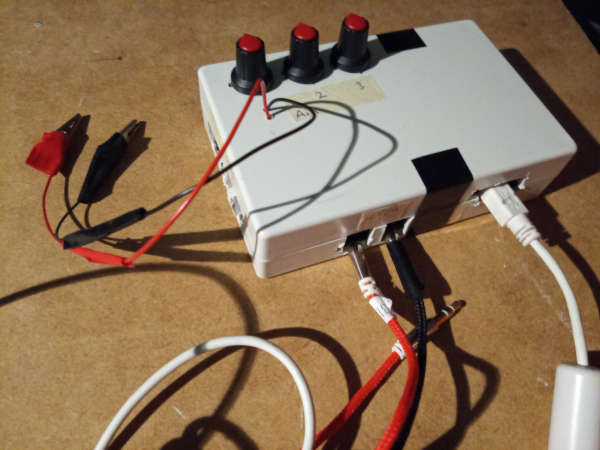 OscCVGateMod is a CV/Gate modulator.